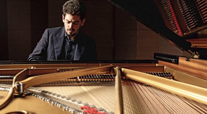 Beim Verbier‐Festival wird dieses Jahr auch der israelische Pianist Lahav Shani zu erleben sein